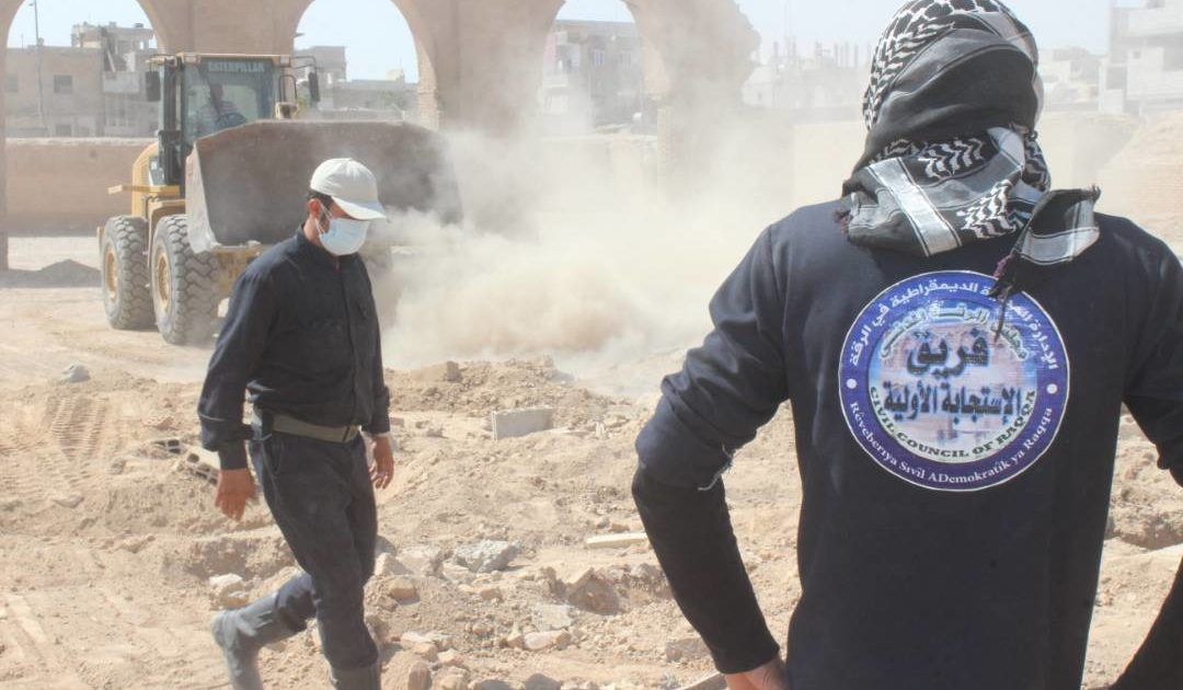 """Photo of """"2220""""  Bodies Were Recovered From Various Graves In Raqqa"""