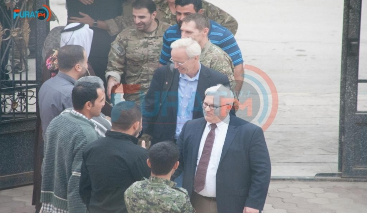 Photo of US diplomat seen in Manbij amid Turkish threats