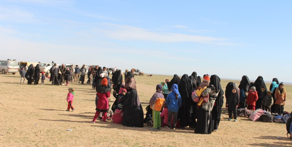 Photo of SDF rescued two thousand civilians from ISIS in Deir ez-Zor