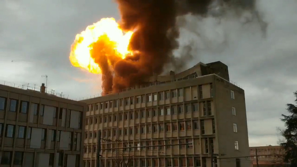 Photo of Huge gas explosion rocks university in Lyon, France (VIDEO)