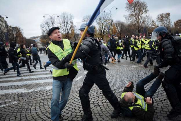 Photo of French yellow vest movement dogged by intolerance, extremism