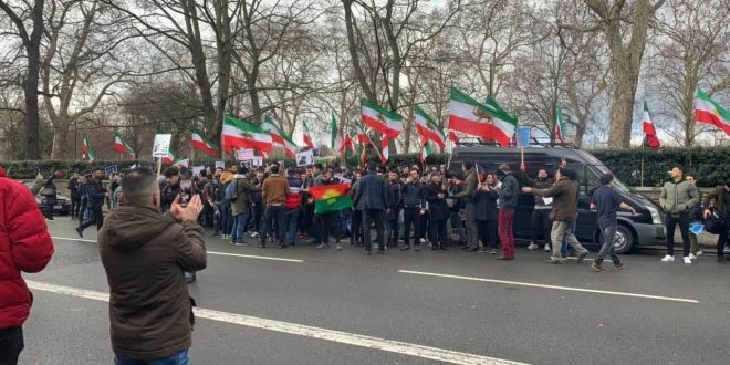 Photo of Demonstration of the Kurdish and Iranian communities against the Iranian consulate in London