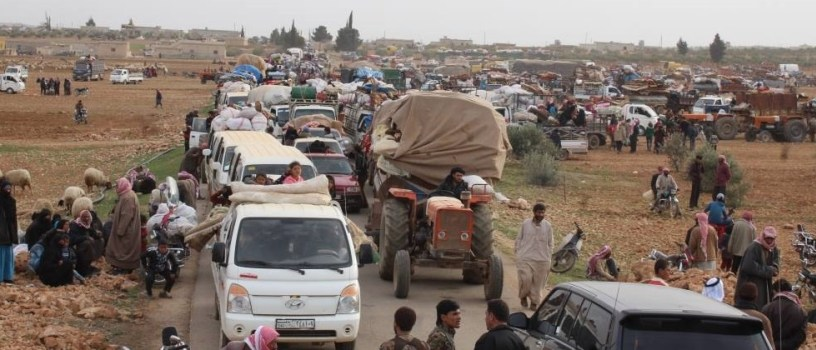 Photo of Thousands of displaced people in Manbij refuse to return to their areas occupied by Turkey