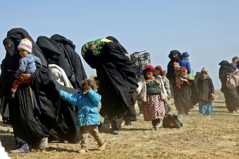 Photo of Hundreds flee US-backed Syria battle for last IS holdout