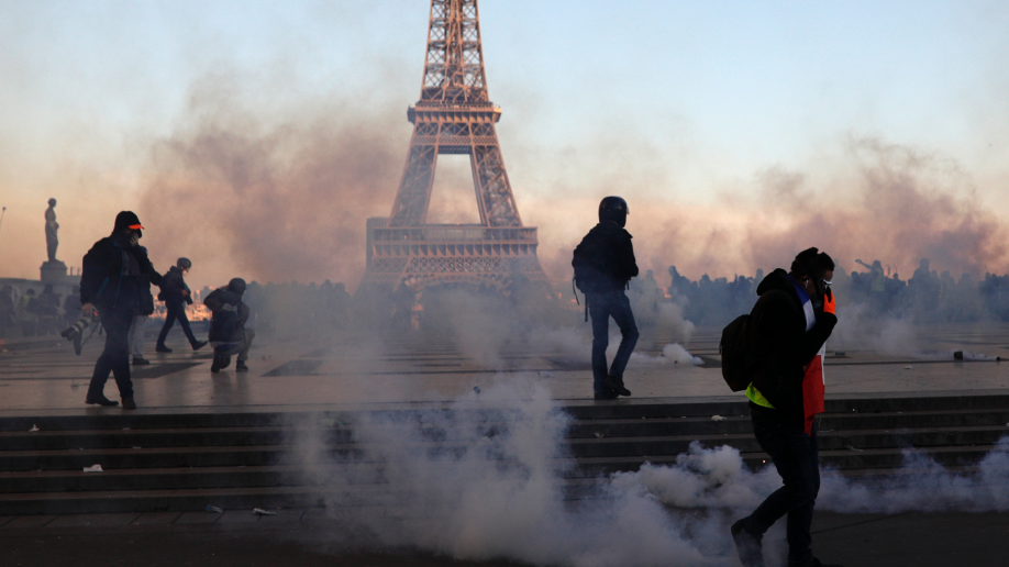 Photo of France criticized for its handling of yellow vest crisis