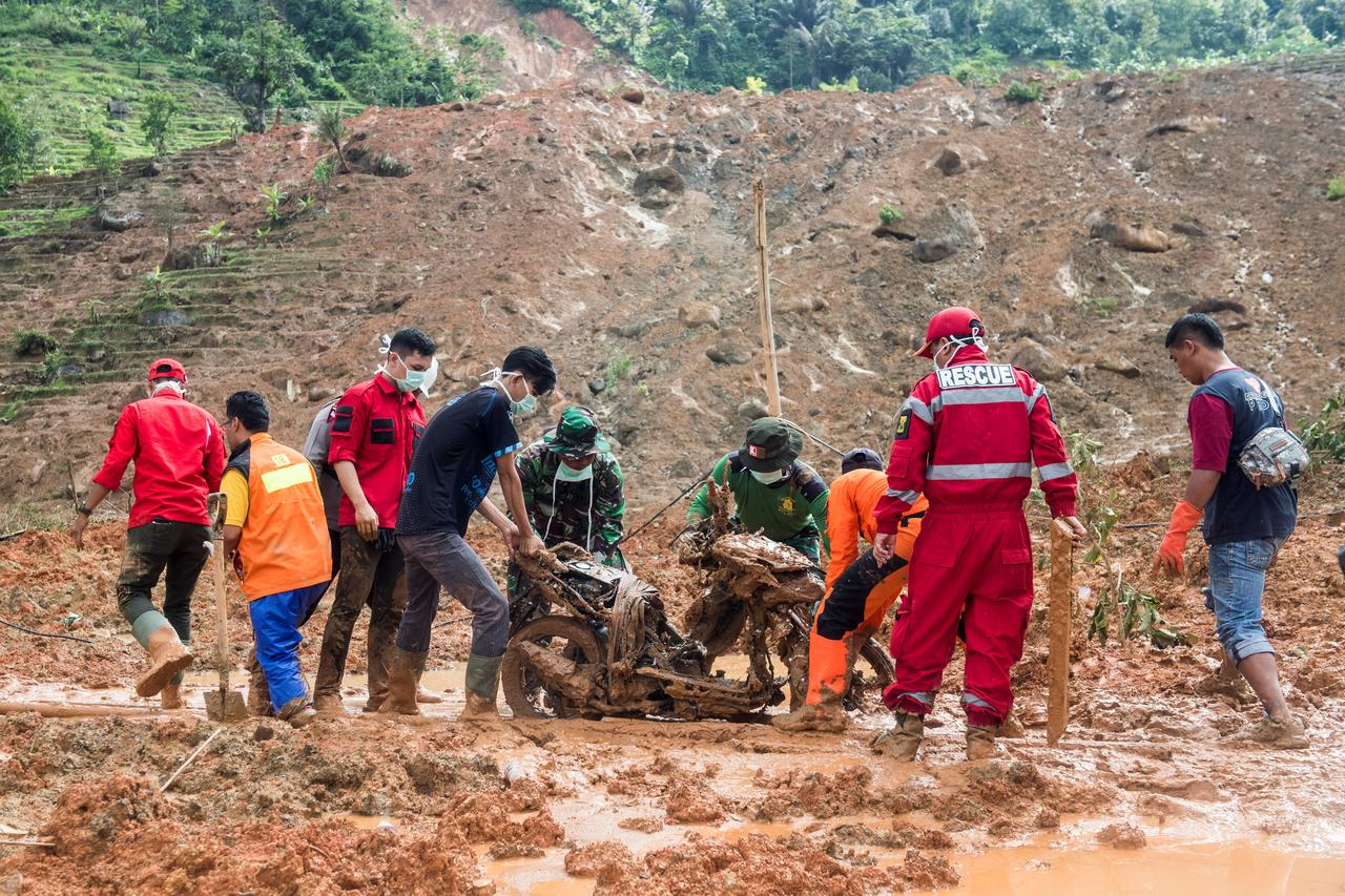 Photo of 60 PEOPLE HAVE BEEN BURIED AFTER GOLD MINE COLLAPSED