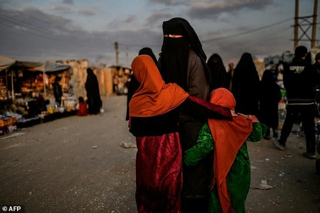Photo of After 'caliphate' debacle, jihadist wives cling to children