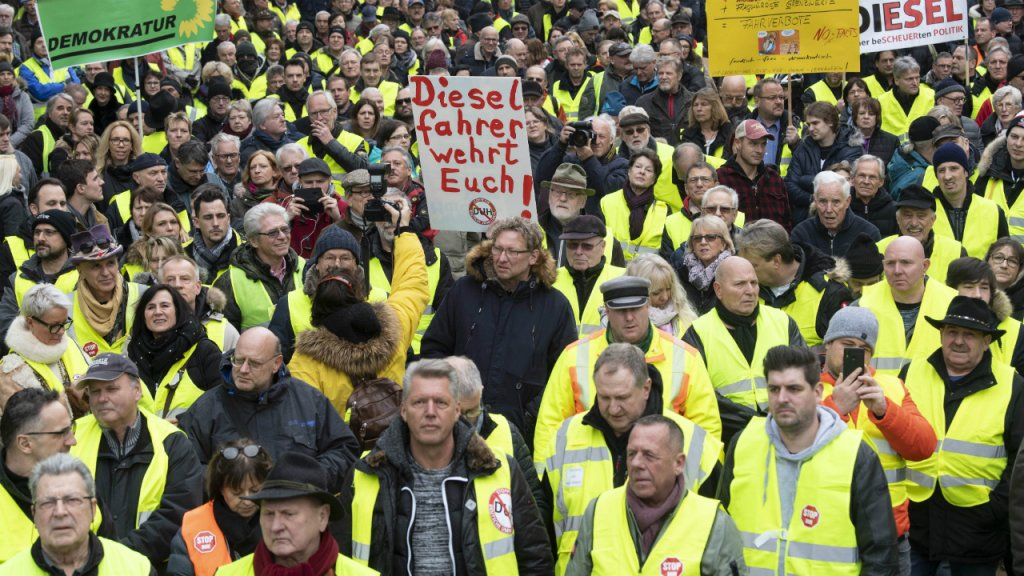Photo of Yellow Vests hit German streets in pro-diesel protests